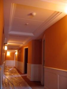 Caisson de plafond en stratistaff monobloc long. 2,57m x 1,50 m avec corniche intégrée, Hôtel Princesse Flore de Royat