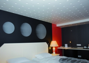 Plafond ou ciel de lit en staff, signé Staff Décor, avec parement de la collection contemporaine, http://www.staffdecor.fr/habillages-muraux-et-parements/collection-contemporaine/953-ref-7071.html