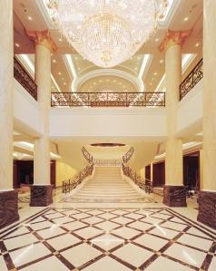 Réalisation des goulottes lumineuses & plafonds en forme de l'hôtel Ritz Carlton de Berlin