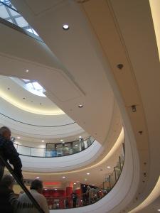 Ovale en stratistaff de 30 x 15 m livré en 46 éléments selon profil sur mesure (3 ovales livrés). ,Cercle de rayon de 8 m livré en 28 éléments (3 cercles livrés), Galerie Marchande de Passau, Allemagne