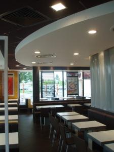 Plafond cintré en stratistaff, Restaurant Mc Donald 's de Mérignac