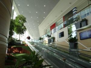 Centre commercial Leclerc de Saint-Grégoire, une réalisation Sofrastyl.