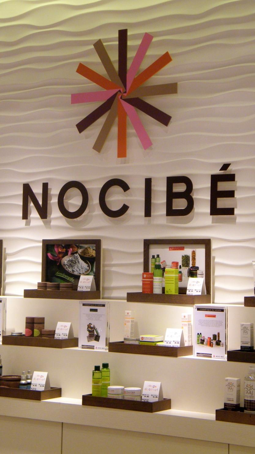 Réalisation de panneaux en stratistaff pour les instituts & parfumeries Nocibé