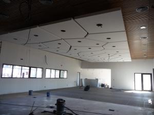 Chantier de la pose du plafond.